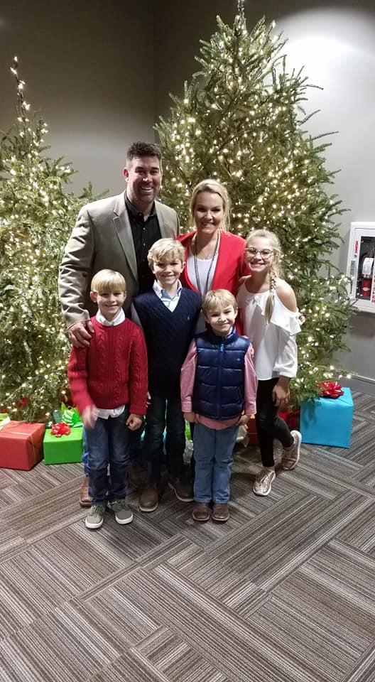 Eric Dubose with wife Whitney, daughter Josie, sons Josiah, Jonah, and Jordan
